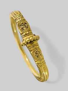 Bracelet, A.D. 500s–600s, Byzantine Gold, 2 1/4 in. diam. Image courtesy of the Byzantine and Christian Museum, Athens