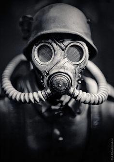 都市傳傳說《防毒面具人》終於在瑞士被拍下證據照片(驚)