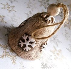 Zvoneček s vločkami / Zboží prodejce Keramika Halama | Fler.cz Christmas Ornaments, Holiday Decor, Food, Home Decor, Decoration Home, Room Decor, Christmas Jewelry, Essen, Meals