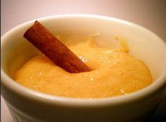 Doce de Ovos é normalmente usado em diversas receitas de doces e bolos. É muito usado como cobertura ou recheio