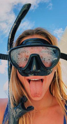 ✔ Summer Pics With Friends Adventure Beach Aesthetic, Summer Aesthetic, Summer Pictures, Beach Pictures, Beach Pics, Summer Feeling, Summer Vibes, Vsco Beach, Scuba Girl