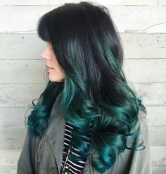 These red balayage short hair are fab. These red balayage short hair are fab. Balayage Vs Highlights, Balayage Brunette, Balayage Hair, Short Balayage, Long Curly Black Hair, Black And Green Hair, Teal Green, Emerald Hair, Dye My Hair