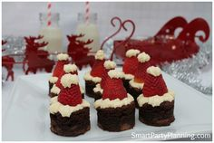 How To Easily Make Tantalizing Santa Hat Brownies - Best finger food list Christmas Finger Foods, Christmas Treats For Gifts, Christmas Party Food, Christmas Appetizers, Christmas Desserts, Party Appetizers, Christmas Christmas, Christmas Ideas, Kids Dessert Table