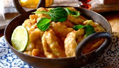 Get the best chicken breast recipes from the Spice People. Use Robertsons range of quality herbs and spices to cook a delicious creamy curry. South African Recipes, Ethnic Recipes, Creamy Chicken Curry, Fish And Seafood, Spices, Cooking Recipes, Meals, Dishes, Banting