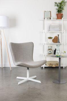 Fauteuil Kelcy is een moderne fauteuil met minimalistische kenmerken en heeft een relaxte zitting. Perfect te combineren in diverse woonstijlen.