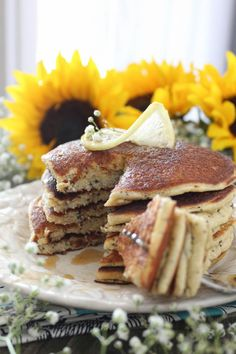 Paleo Lemon Poppyseed Pancakes for a clean breakfast Lemon Pancakes, Low Carb Pancakes, Pancakes And Waffles, Best Keto Breakfast, Clean Breakfast, Breakfast Recipes, Sin Gluten, Paleo Recipes, Cooking Recipes
