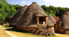 PÉRIGORD NOIR........CABANES DU BREUIL......... Limousin, Vernacular Architecture, Architecture Design, Aquitaine, Monuments, La Dordogne, Stone Cottages, Medieval Life, Village Houses