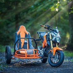 Angel: Industrial Moto's Grom and sidecar - Honda cafe racers, scramblers and bobbers -Project Angel: Industrial Moto's Grom and sidecar - Honda cafe racers, scramblers and bobbers - Bike With Sidecar, Scrambler Moto, Soichiro Honda, Vw Gol, Honda Grom, Bike Builder, Racing Seats, Pit Bike, Bicycle Maintenance