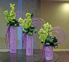 Use your own choice of colours. Optical Delusion arrangement by Crossroads Florist, Mahwah NJ Ikebana Arrangements, Modern Floral Arrangements, Church Flower Arrangements, Church Flowers, Arte Floral, Deco Floral, Floral Design, Flower Vases, Flower Art