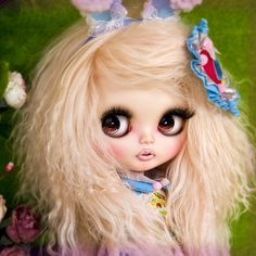 Blythe... Dunno why I like this picture so much. It's so artistic and a lot is said in this photo