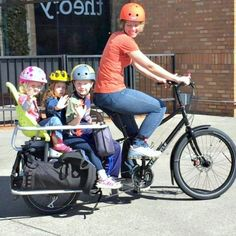Learn about the differences between a bike trailer and a cargo bike to get your kids and/or gear around town! Each has its own advantages and disadvantages.