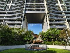 Meriton Serviced Apartments Broadbeach Gold Coast Just 5 minutes' walk from the beach, Meriton Serviced Apartments Broadbeach offers luxurious accommodation. Leisure facilities include an indoor and outdoor pool, a sauna, hot tub and fitness centre.  Some suites feature stunning ocean views.