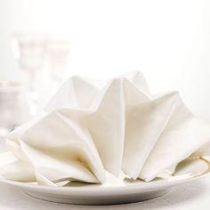 En vacker servettvikning förhöjer matbordet. Här hittar du fem fina, roliga och lite annorlunda sätt – från enkel mussla till elegant bestickpåse!
