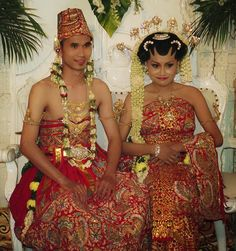 berawal dari perkenalan, berkelanjutan berpacaran dan berakhir di pernikahan,,