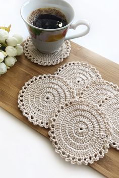 Crochet placemats, doilies and coasters by SweethomeByLulu Quick Crochet, Crochet Home, Love Crochet, Crochet Coaster Pattern, Crochet Motif, Knit Crochet, Lace Doilies, Crochet Doilies, Yarn Crafts
