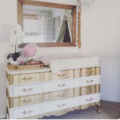 Neutral Glam, anyone? This whole nursery is a YES! Nursery by Beautiful baby girl nursery! Gold Nursery, Nursery Neutral, Nursery Furniture, Furniture Sale, Luxury Furniture, Yellow Accent Walls, Luxury Nursery, Aries Baby, Gold Dresser