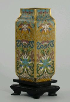 Very fine Chinese cloisonné cabinet vase
