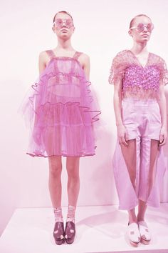 Image uploaded by rebecca s. Find images and videos about fashion, pink and dreamy on We Heart It – the app to get lost in […] Fashion Mode, Pink Fashion, Fashion Art, Editorial Fashion, Runway Fashion, Fashion Show, Womens Fashion, Fashion Design, Mode Rose