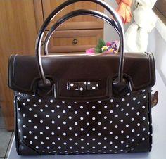 Ecco la borsa di Lucia, editor in chief, che ha scelto una cartella brown della collezione Ironica primavera-estate 2012 di Camomilla http://www.milady-zine.net/whats-in-my-bag-1-la-borsa-di-lucia-r-in-primavera/