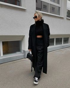 Uploaded by Find images and videos about fashion, outfit and look on We Heart It - the app to get lost in what you love. Indie Fashion, Fashion 2020, Look Fashion, Streetwear Fashion, Fashion Pants, Winter Fashion Outfits, Fall Winter Outfits, Autumn Winter Fashion, Indie Outfits