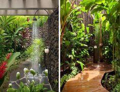 douche de jardin en inox, allée en pierre naturelle et passage en traverses de bois