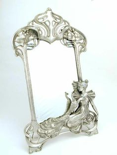 Polished pewter mirror with an Art Nouveau maiden and peacock, c. Decoration, Art Decor, Jugendstil Design, Art Nouveau Furniture, Art Nouveau Design, Beautiful Mirrors, Wmf, Art Nouveau Jewelry, William Morris