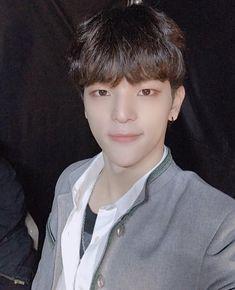 Lee Min Ho, Kim Woojin Stray Kids, Kim Woo Jin, Woo Young, Lee Know, Actor Model, South Korean Boy Band, Pop Group, Boy Bands