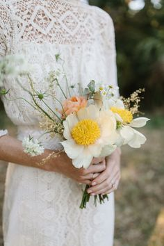 We've gathered 42 different (and modern!) spring wedding bouquets, guaranteed to inspire your wedding flowers! wedding flowers 42 Stunning Spring Wedding Bouquets for 2020 Small Wedding Bouquets, Small Bouquet, Spring Wedding Flowers, Bride Bouquets, Bridal Flowers, Flower Bouquet Wedding, Floral Wedding, White Bridal Bouquets, Green Wedding