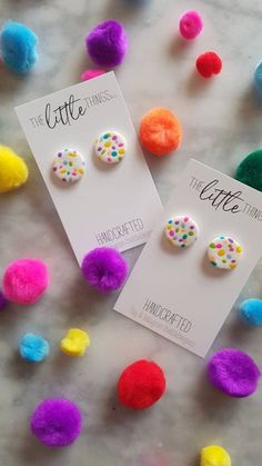 Polymer Clay Kawaii, Polymer Clay Charms, Polymer Clay Art, Polymer Clay Jewelry, Diy Clay Earrings, Diy Jewelry Inspiration, Clay Design, Clay Beads, Statement Earrings