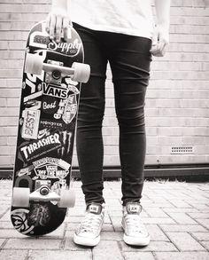 #SKATE + #ALLSTAR #CONVERSE #SK8 Skate Style, Thrasher, Converse All Star, Skateboard, Vans, Sweatpants, Street Style, Urban, Nike