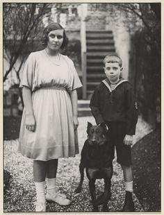 [Untitled] / [Girl and boy]; August Sander (German, 1876 - 1964); about 1925 - 1930; Gelatin silver print; 28.3 x 22.7 cm (11 1/8 x 8 15/16 in.); 84.XM.126.105; Copyright: © J. Paul Getty Trust