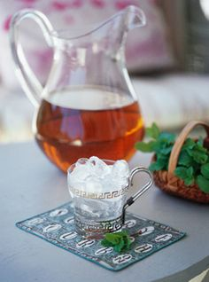 (Easy) Pitcher of Mint Juleps