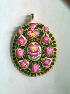 This my work pink enamel paintig and green minaa to 91.60%gold pendent beck side
