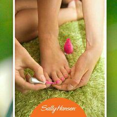 Cuéntanos. ¿Qué tan seguido esmaltas las uñas de tus pies? ¡Es básico que deslumbres con ellas esta primavera! (Foto: realbeauty.com)