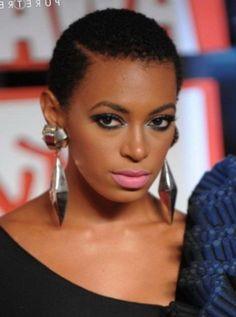 Coupe de cheveux court femme noire naturel