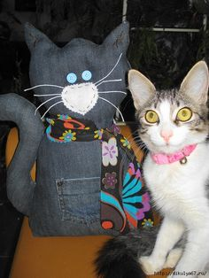旧牛仔裤还能干什么?57 : 牛仔的创意 欣赏 - maomao - 我随心动 Love Crochet, Crochet Cats, Matou, Denim Ideas, Thanks Mom, Denim Crafts, Old Jeans, Cat Crafts, Christmas Cats