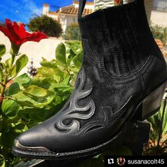 Welcome to the fam badass! New @sendra_boots to join the squad of @susanacolt45  #sendra #sendraboots #highquality #handmadeboots #madeinspain #loveboots #fashionboots #leather #authentic #cowboy #cowgirl #western #style #picoftheday #bestoftheday #photooftheday