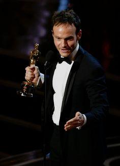 Chris Terrio con la statutetta per la miglior sceneggiatura non originale, un altro riconoscimento vinto da Argo