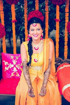 7 Stunning Floral Jewellery Brands For The Quirky Bride-To-Be! Bridal Looks, Bridal Style, Flower Jewellery For Haldi, Flower Jewelry, Bridal Photography, Makeup Photography, Colour Photography, Photography Flowers, Photography Ideas