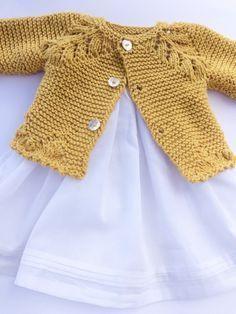 Baby Jersey With Drawing In Ranglan Whos - Diy Crafts - Qoster Baby Cardigan Knitting Pattern Free, Baby Knitting Patterns, Knitting Designs, Crochet Socks Tutorial, Cardigan Bebe, Pull Bebe, Quick Knits, Sewing Patterns For Kids, Raglan