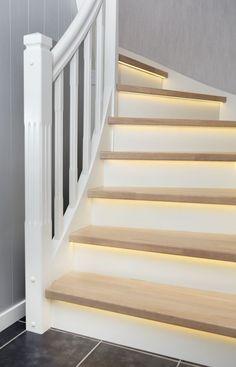 MELBY Norne //  Norne er en klassisk trapp med enkel profil på stolper og spiler. Her er den vist i hvitt, med trinn fargetilpasset gulv, og LEDlys frest inn under trinn. Family Business, Stairs, Windows, Home Decor, Stairway, Decoration Home, Room Decor, Staircases, Home Interior Design