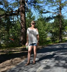 Beach outfit feat Free People, s.Oliver & Kate Spade, Fitbit, Guess. Weekly link up