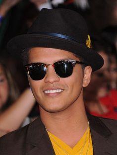 bruno-mars-wearing-ray-ban-clubmaster-sunglasses