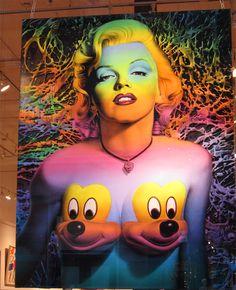 En el SoHo quedan todavía galerías de arte para todos los gustos #NuevaYork    Ron English es un artista nacido en Texas en 1959 que explora la imaginería popular y la publicidad. Su estilo de trabajo viene marcado por el empleo de temáticas de cómic, dibujos animados, totems de la historia del arte, y diferentes símbolos culturales tanto comerciales como personales.