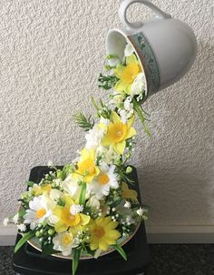 Floating teacup with daffodils and daisies - Situsku Tea Cup Art, Tea Cups, Silk Flowers, Paper Flowers, Recycled Crafts, Diy Crafts, Cup And Saucer Crafts, Napkin Rose, Floating Tea Cup