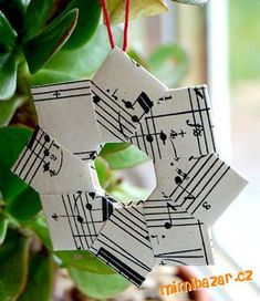 Vánoční dekorace z papíru