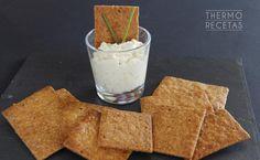 Las galletas de avellanas y cerveza son, por su textura, ideales para acompañar dips, patés o mousses.