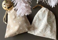 Öko ajándéktáskák karácsonyra, konyharuhából, akár varrás nélkül is - Masni / Kitchen towel gift bags DIY