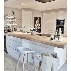 Do you want to get some small kitchen island ideas for your modestly sized kitchen? There are many ideas of kitchen island for your small kitchen that will inspire you in applying the style to your very own kitchen. Kitchen Dinning, New Kitchen, Kitchen Decor, Kitchen Islands, Kitchen Chairs, Kitchen Sink, Wood Islands, Kitchen Wood, Kitchen Small