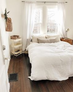 97 Minimalist bedroom design ideas - Because of this, you must match an acceptable layout. When considering the section of your bedroom, it's simple to opt for the plan, as you can refer to Master Bedroom Design, Home Bedroom, Bedroom Furniture, Furniture Layout, Bedroom Inspo, Master Suite, Bedroom Modern, Contemporary Bedroom, Bedroom Designs